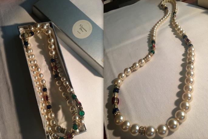 多謝奶奶送出 30 年私人珍藏,這條 Vintage Dior 珍珠鏈,真的有如神助般替我改變整個出嫁 styling 的      格調。我知道原來 D 小時候愛把它當玩具時,內心突然好感動!