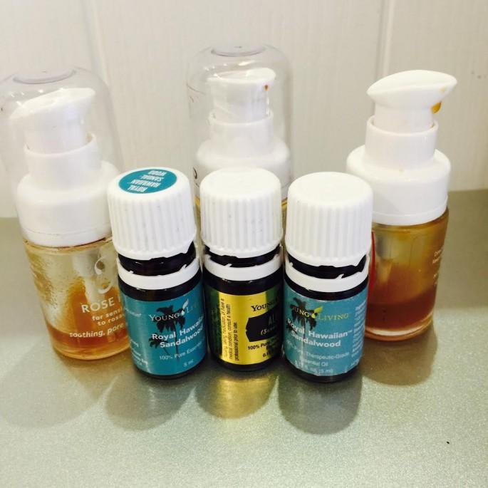經過上兩次經驗,這有機玫瑰果 Serum 對於皮膚問題有快速舒緩的效果,而Royal Hawaiin Sandlwood 精油則對支持皮膚修復很有效果!三次爛頸,3 個禮拜各用了 3 瓶!